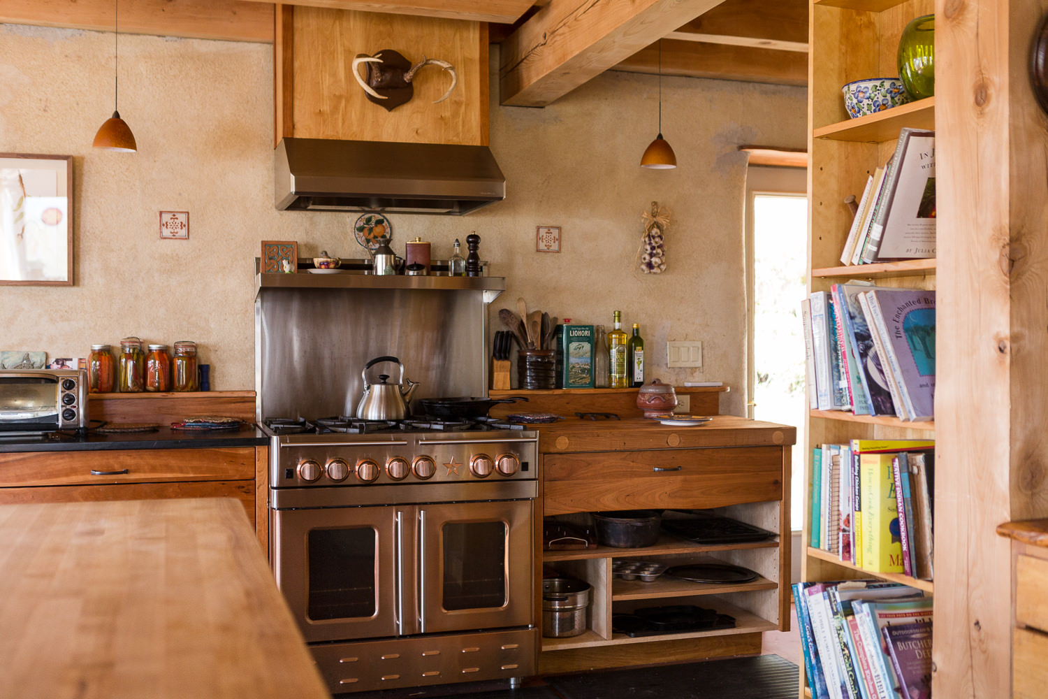 Straw-cell kitchen renovation for New Frameworks Natural Building